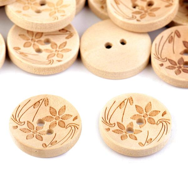 Guzik drewniany w kwiatki